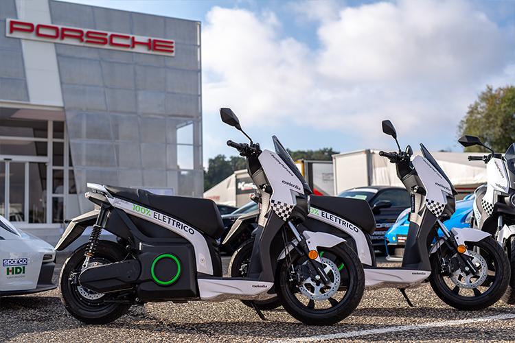 Exelentia con scooter elettrici Silence S01 alla Porsche Carrera Cup 2021